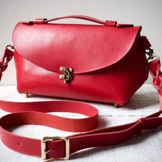 Tochigi Leather Nume leather shoulder pouch fave L Scarlet