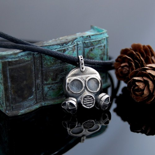 poison gas. Fast wear - silver necklace