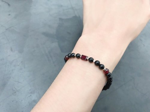 [Ofelia.] Natural Stone Series - Natural Pure Silver Grain Black Sweets x Red Garnet Bracelet [J98-Cersei] / Crystal