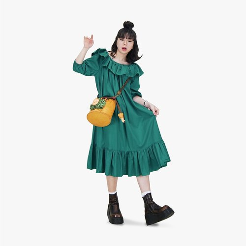 A‧PRANK: DOLLY :: retro VINTAGE dark green color lotus leaf shape collar five points sleeve ancient dress