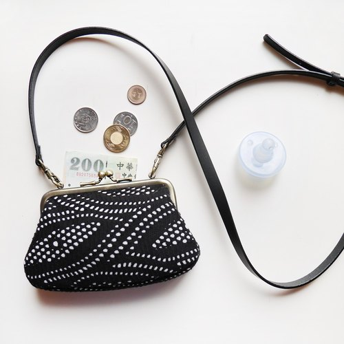 Big belly Nile daughter dorsal mouth bag / sub-package / coin purse / shoulder bag [Made in Taiwan]