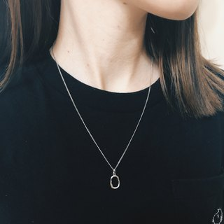 Irregular small oval necklace [clavicle chain]