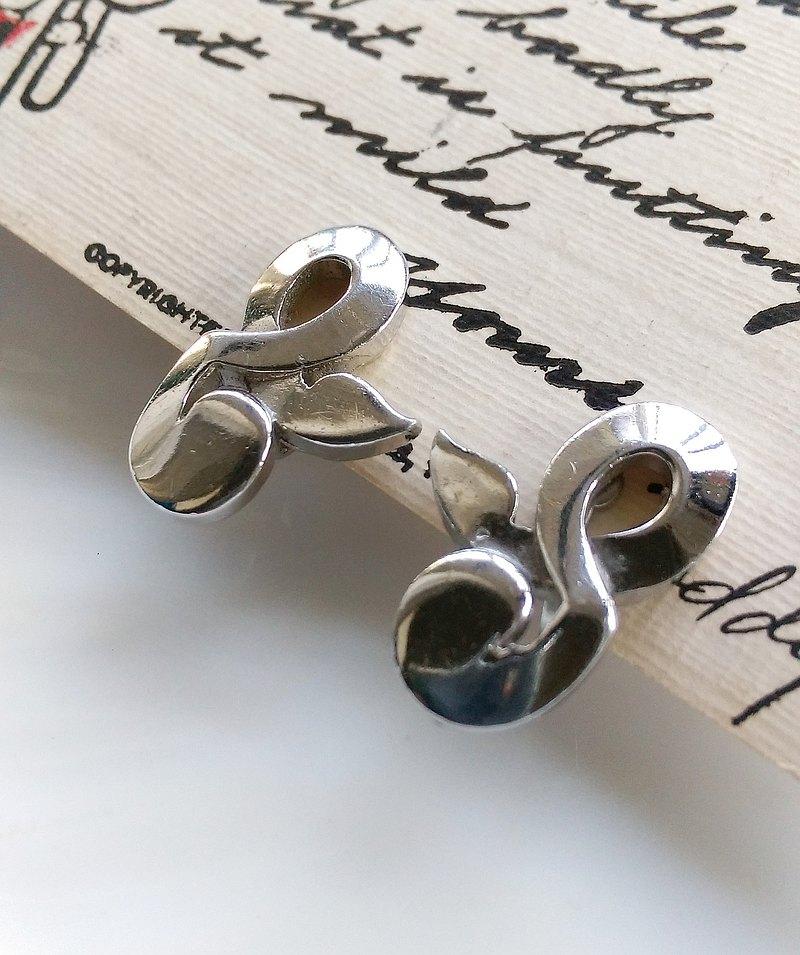 TARA 厚實 銀色調 符號 栓式耳環。西洋古董飾品