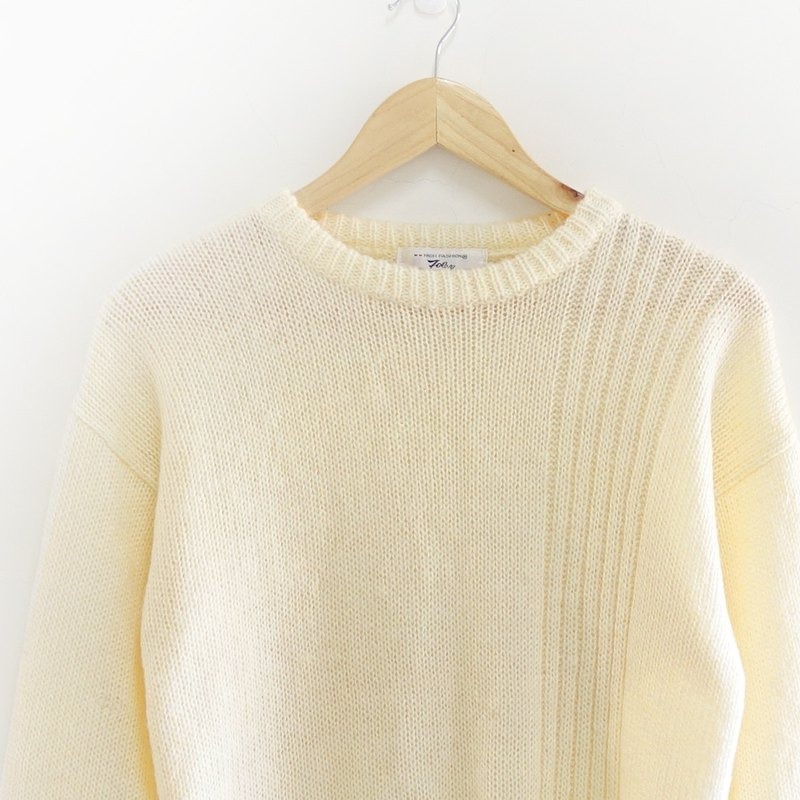 │Slowly │ white and white. Straight line - vintage sweater │ vintage. Vintage