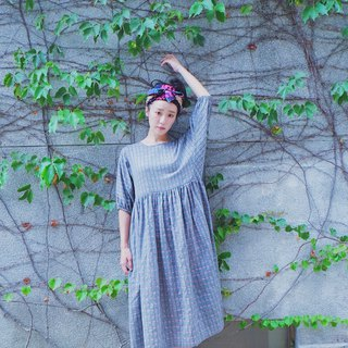 Dark gray woven color cotton and puff sleeves dress
