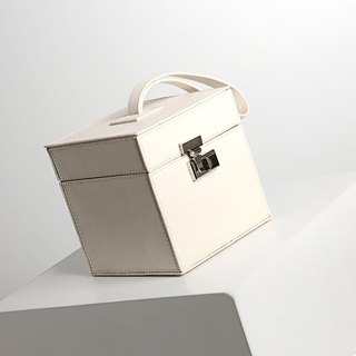 [Hong Kong, Macao and Taiwan] MBS my white geometric leather small square bag hand bag small square box cosmetic case bag