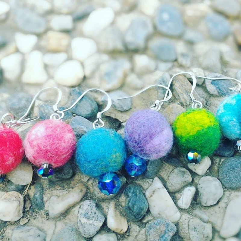 Good hand mix and mix color wool felt ball sterling silver ear hook