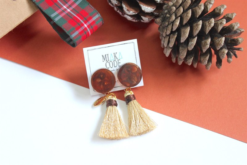 Amber pattern with gold tassel earrings / clip-on earrings