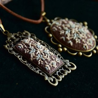 Vintage embroidery necklace beige