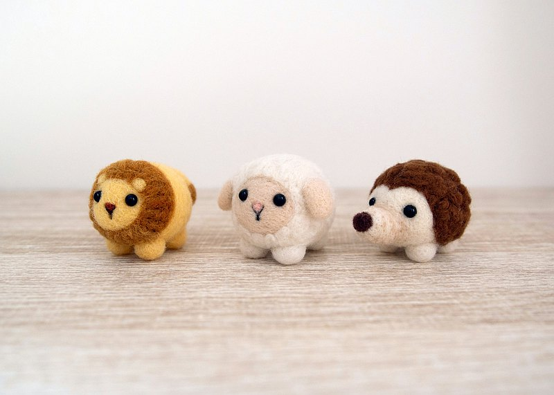 Petwoolfelt - Needle-felted Sheep / Lion accessories