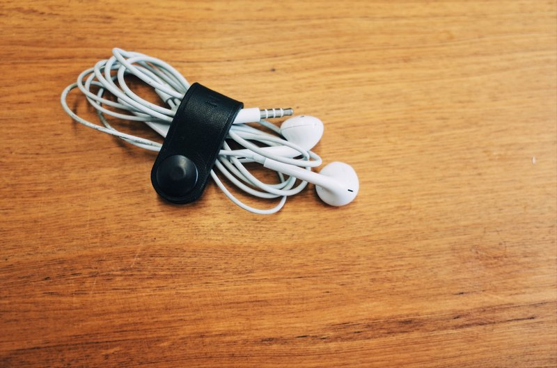 Hub / earphone storage kit (2 into) hand-tanned leather / leather goods