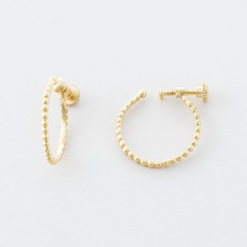 Grainy design hoop earrings