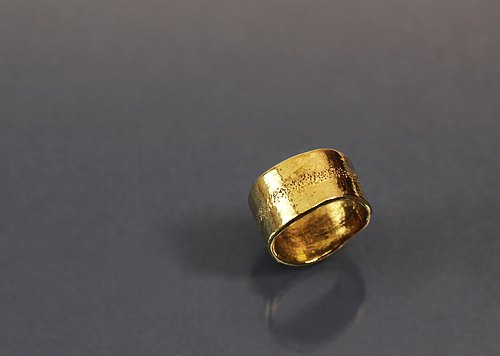 Streamlined texture wide brass ring