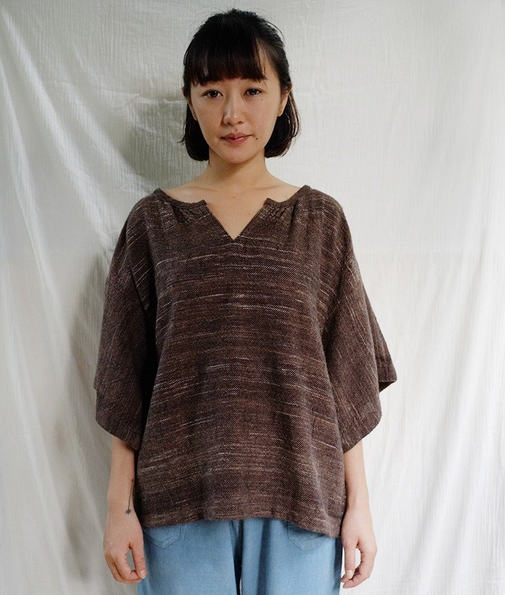 linnil: Brownish blouse / hand woven fabric