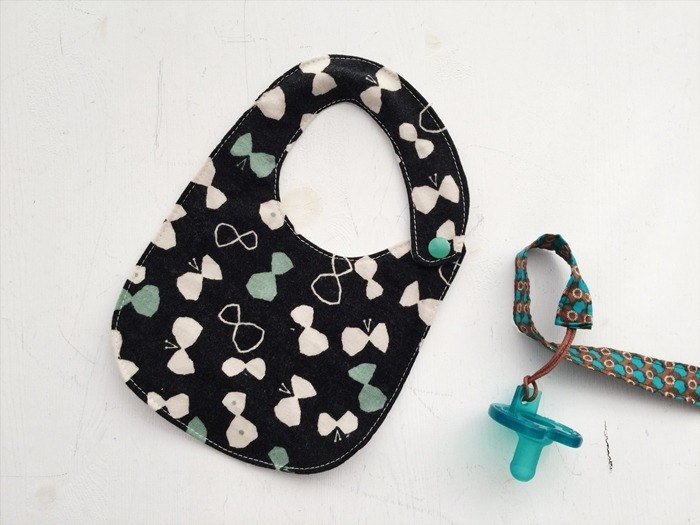 Hairmo temperament bow handmade baby bib / saliva towel