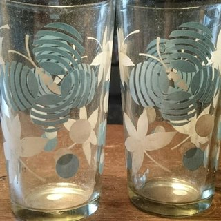 2 Vintage 10 cm glasses with white / blue pattern 2 early lovely butterfly pattern blue and white glass