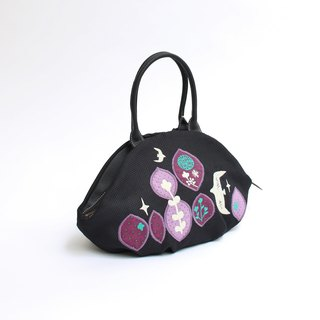 Embroidery from the sky · almond bag