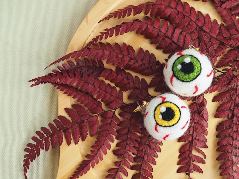 Eyeball wool felt earrings (two colors)