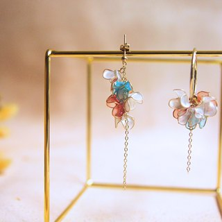 Asymmetrical flower garden with hanging earrings