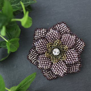 Beaded Flower Brooch (Purple)