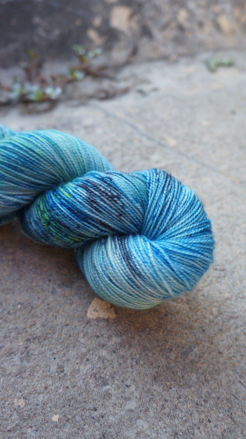 Hand dyeing line. Blue neon. (BFL100% / HT)