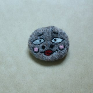 Ordinary appearance ugly like wool felt brooch