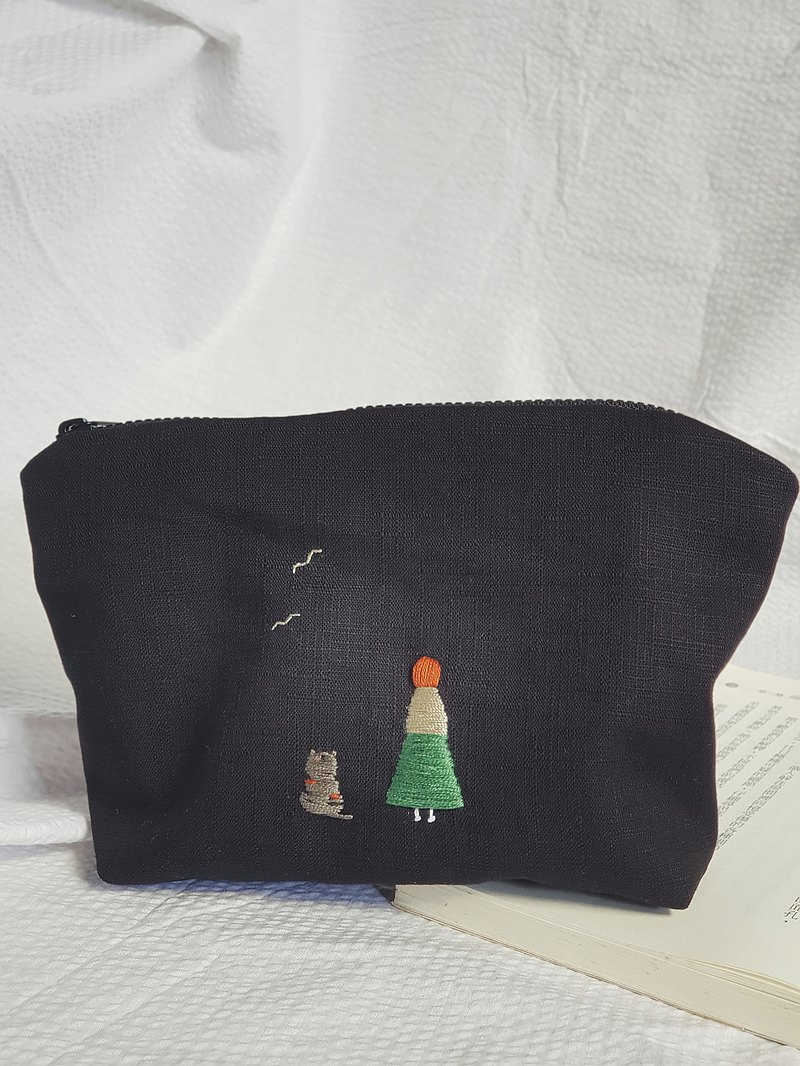 Be Old Together 手工繡 Cosmetic Bag /Triangle
