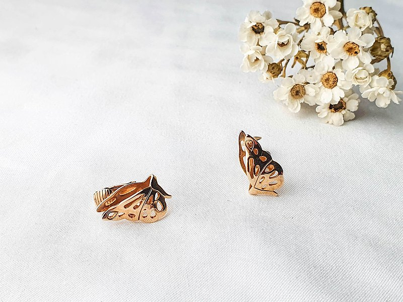 [The United States brings back Western antique jewelry] American brand Avon basket empty vintage butterfly clip-on earrings