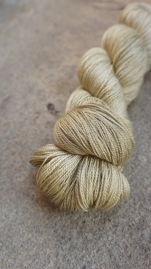Hand-stitched lace thread. quicksand. (55 ultra-wash Merino / 45 wire)