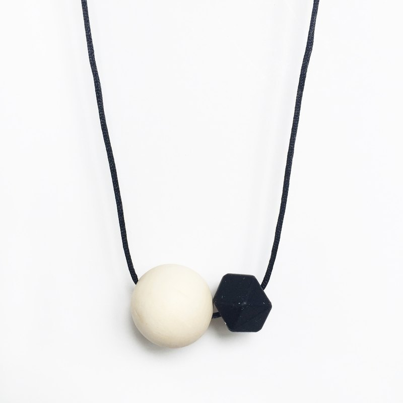 MINIMAL NECKLACE - BLACK