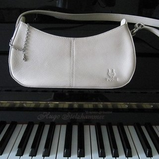 La Poche Secrete: music girl party package _ _ white leather bag with handle