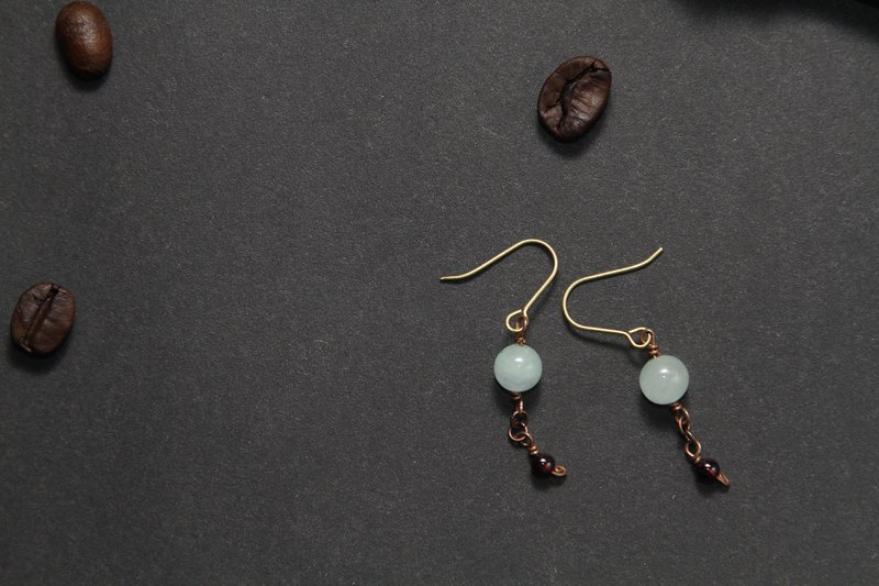 【Series of Crystal】Mozambique garnet and Jade earrings