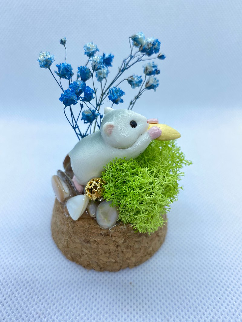 Handmade glass cover doll/crystal decoration-the sea of green trees. Hamster