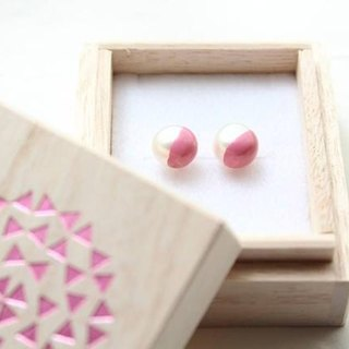 Color lacquer of two-tone Pearl Earrings (peach)