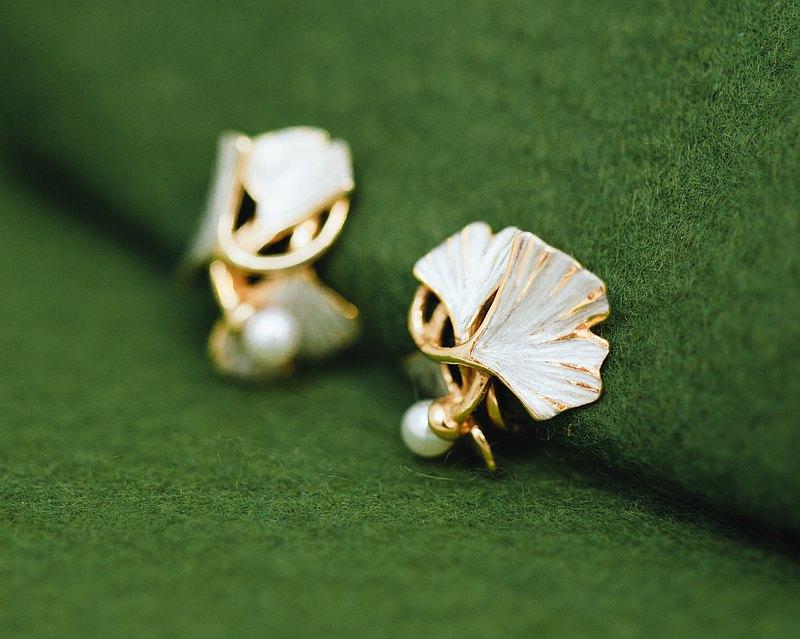 銀杏簇狀珍珠耳環-經典風格穿孔-銀和金色