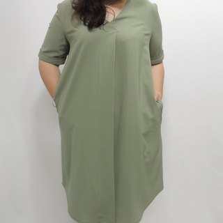 - Chicken mother dock marshmallow girl - Matcha green front pleated dress (Please ask if there is any goods before ordering)
