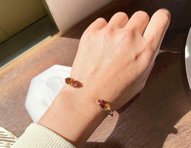 獨家_-馬眼造型施華洛黃寶石色水晶黃銅手環