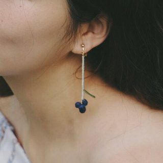 针织绣花球耳环 //Knitted embroidered ball earrings