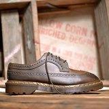《Dr. Martens Shoes》馬汀雕花 咖啡色 UK4.5 DME01