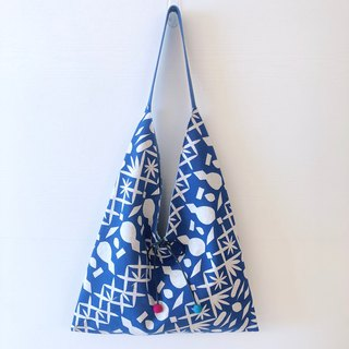 Triangle shoulder bag / large size / blue frame