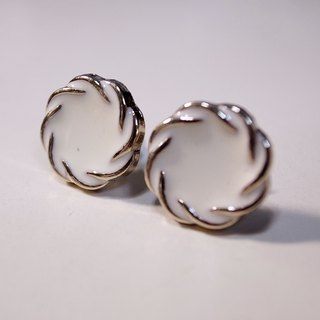 Shufu Lei white pin earrings