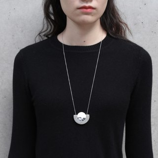 METOOWORKSHOP Moon Series minimalist black and white necklace sweater chain
