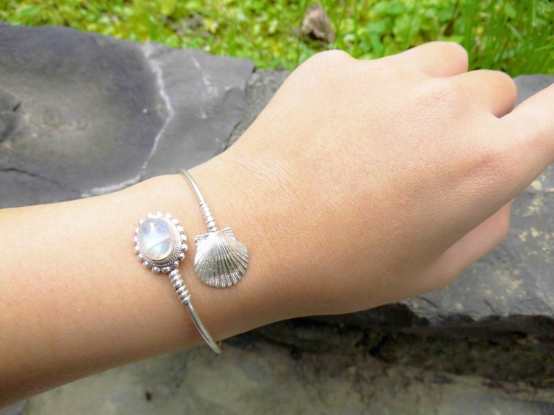 Moonstone Silver Shell bracelet bracelet inlaid hand-made in Nepal