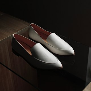Pointy-toe Loafers | White