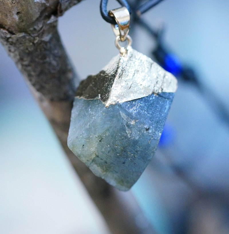 Labradorite  Raw Stone Leather Necklace-03