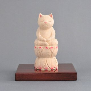 A carving cat, such as the meditation sitting in lotus flower. 001121