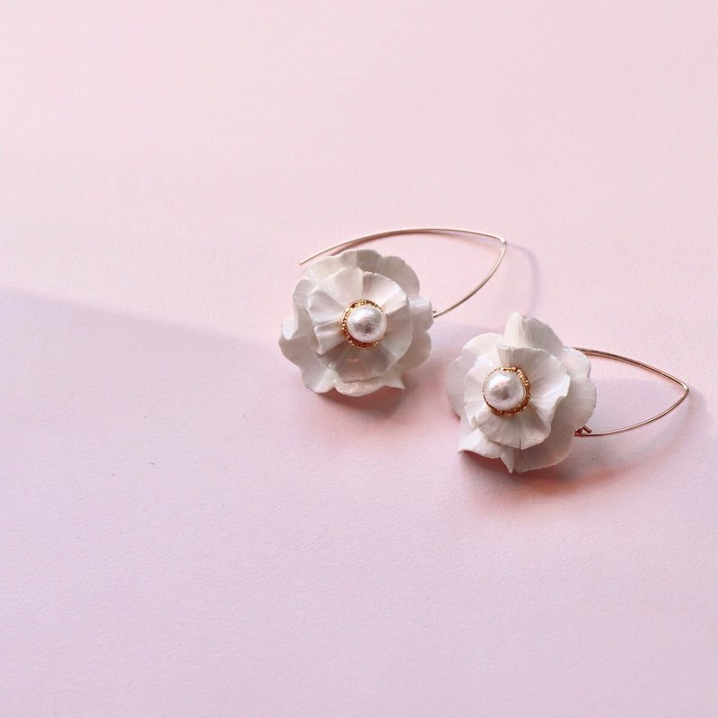 Temperament White Flower Earrings