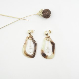 Design section. White crystal pearl marble earrings (can be changed)