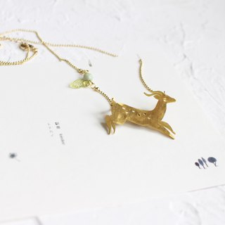 Reindeer hammered brass golden necklace I Story_Golden Deer