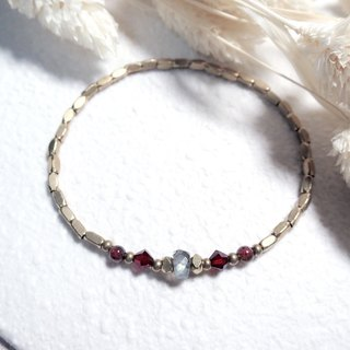 ♦ ViiArt ♦ Ray - Southern ♦ elongated garnet antique brass bead bracelet